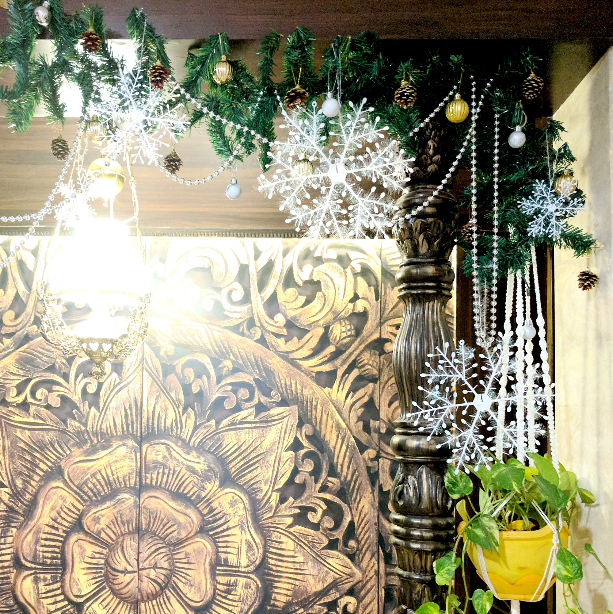 How To Decorate A Christmas Garland 9 One Brick At A Time